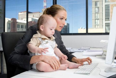 между семьей и работой